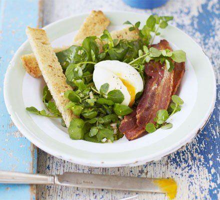Recetas – Huevo pasado por agua, tocino y ensalada de berros