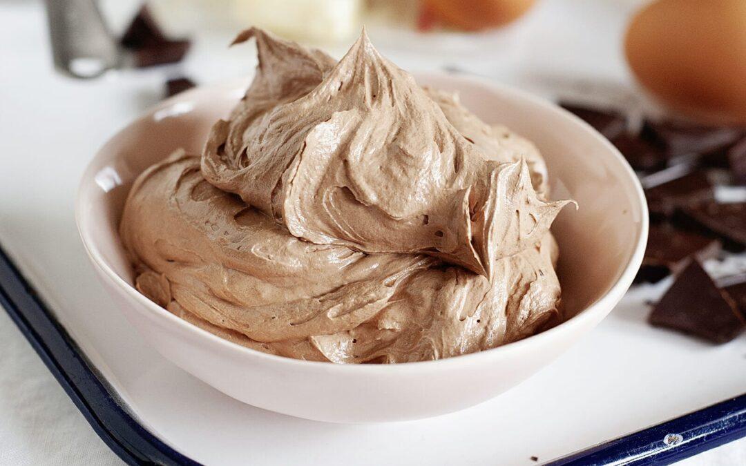 Receta de crema de mantequilla de merengue suizo de chocolate