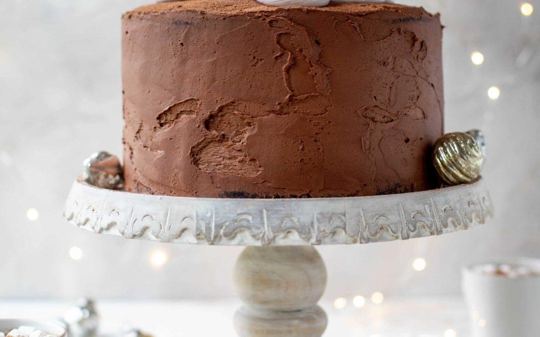Pastel de cacao caliente con malvavisco batido.