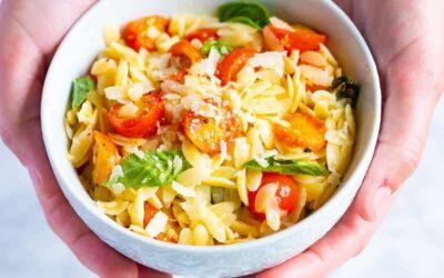 Pasta Orzo con Tomate, Albahaca y Parmesano