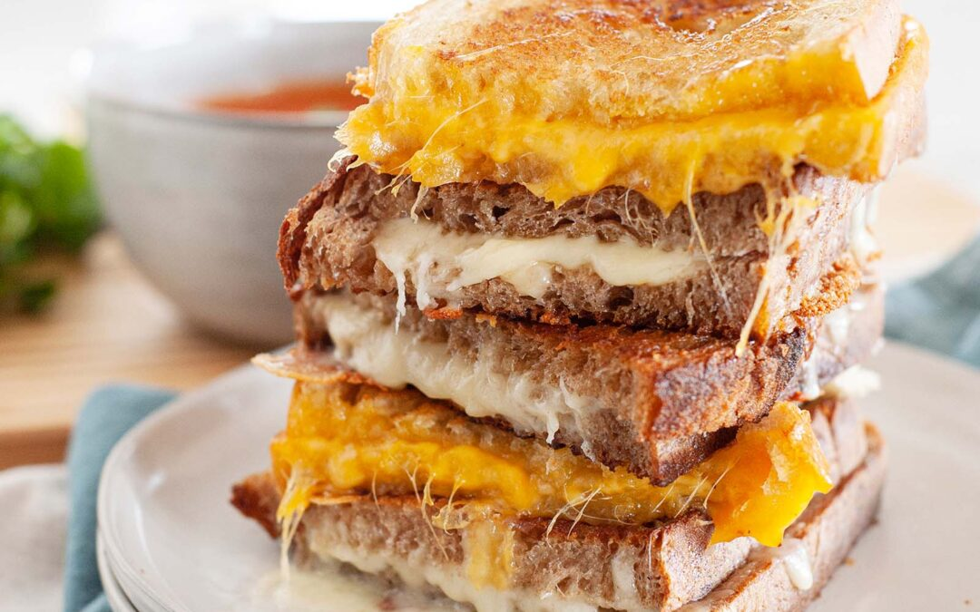 Cómo hacer un sándwich de queso a la parrilla