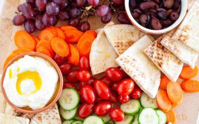 Receta Mediterránea Mezze Platter | SimplyRecipes.com