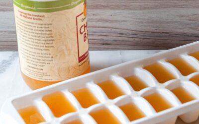 Una forma práctica de congelar el caldo de pollo sobrante