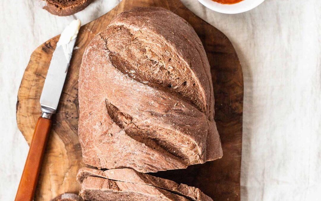Receta casera de pan de centeno | SimplyRecipes.com