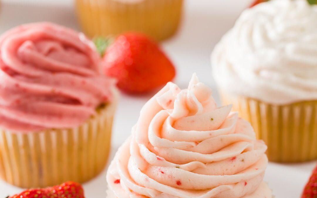 Pastelitos de fresa – Fresas frescas y glaseado de fresa