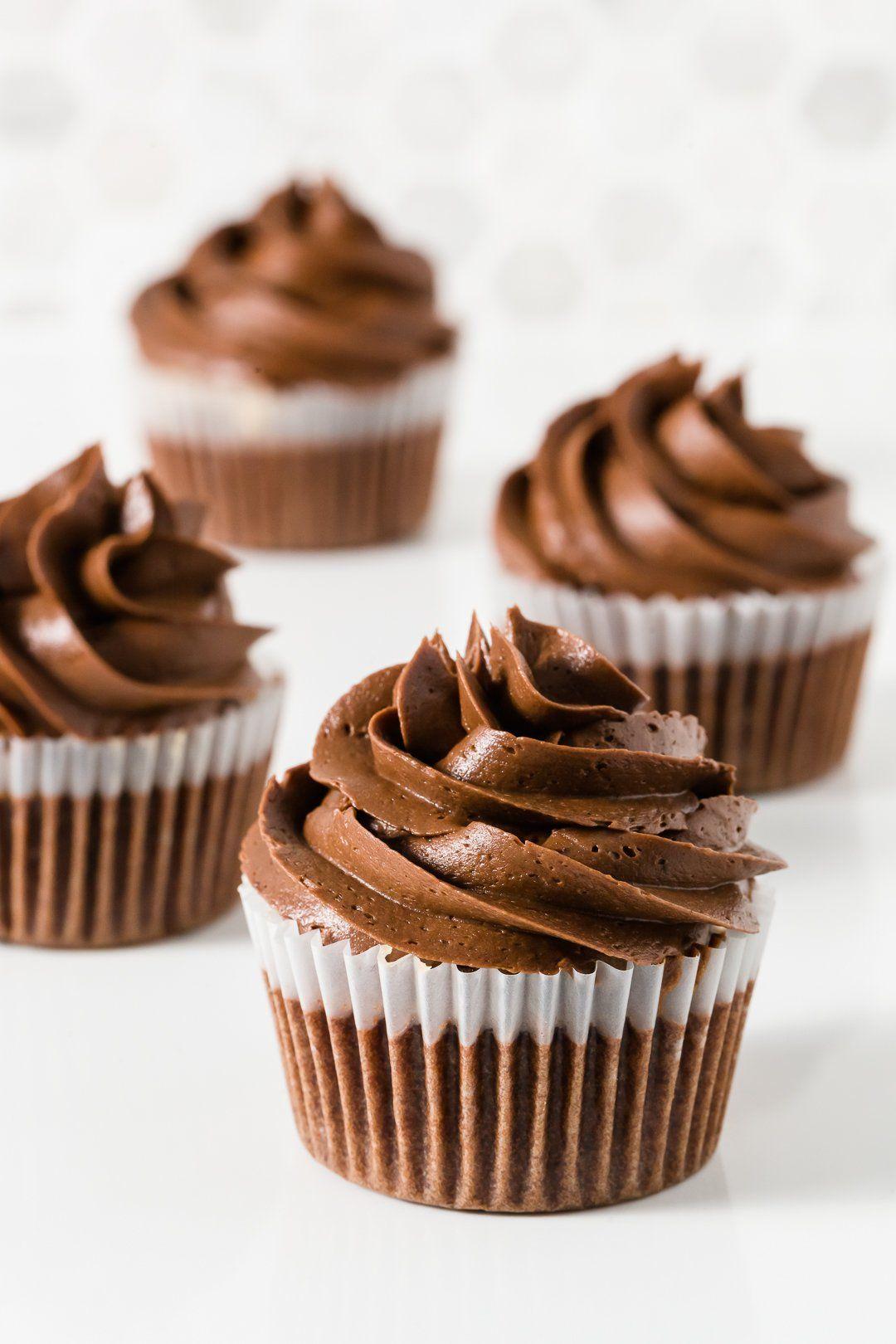 Glaseado de crema de chocolate para pasteles y magdalenas