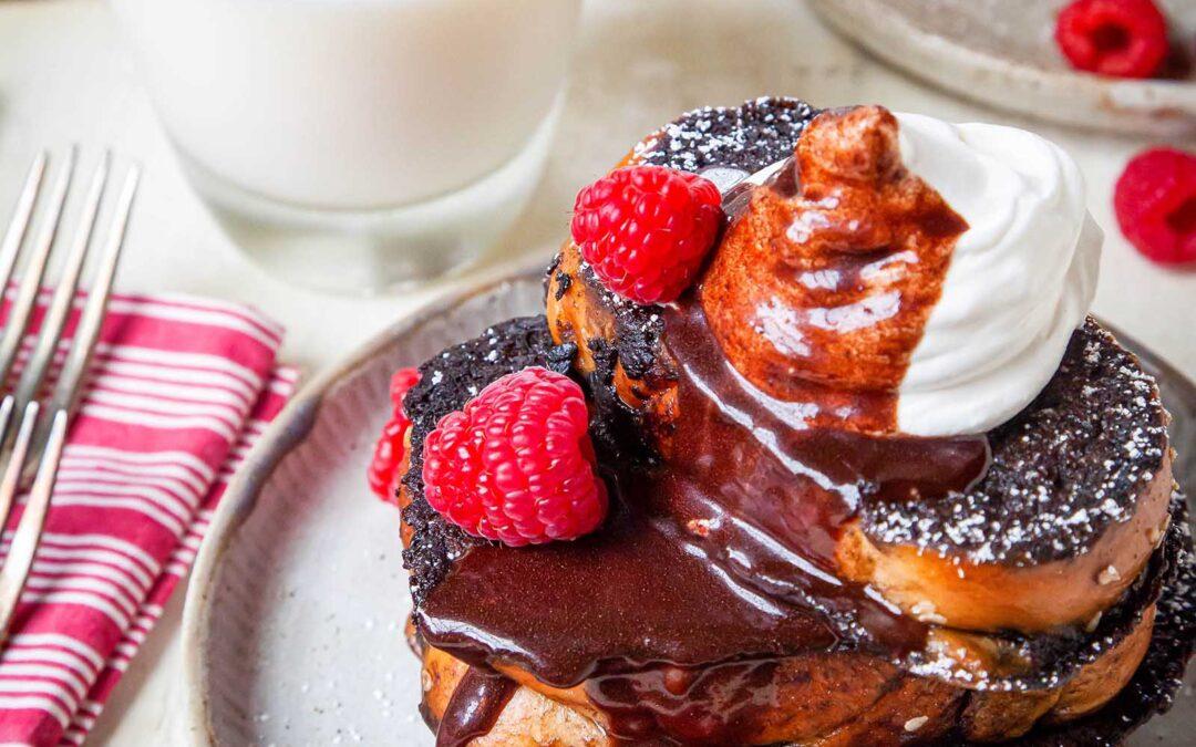 Receta de tostadas francesas con frambuesa y chocolate