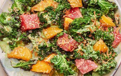 Kale carbonizado con cítricos y receta de tahini verde