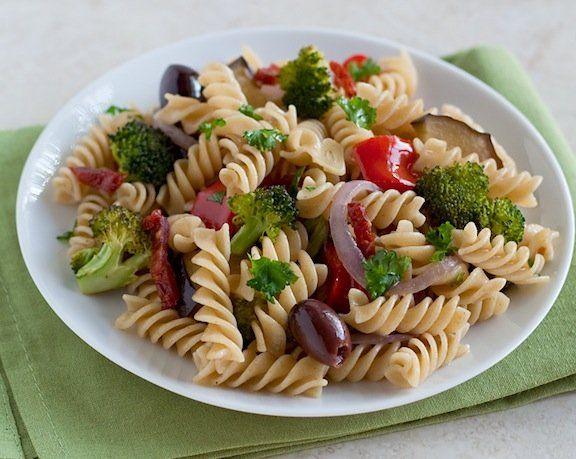 Pasta con Verduras Asadas y Aceitunas