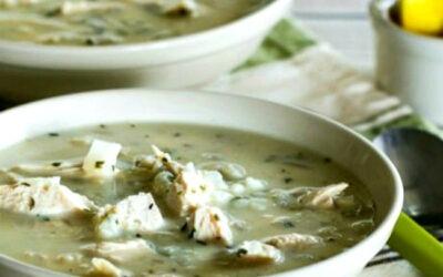 Sopa griega de pollo con huevo y limón con arroz o arroz con coliflor