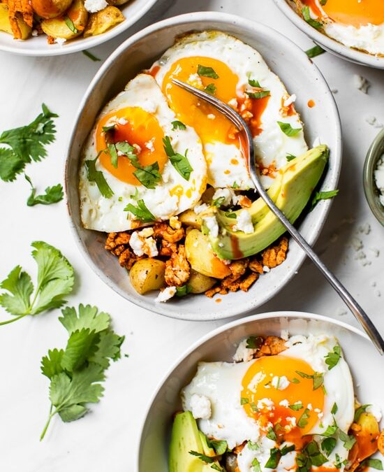 Tazones de desayuno de chorizo de pavo (¡también ideal para la cena!)