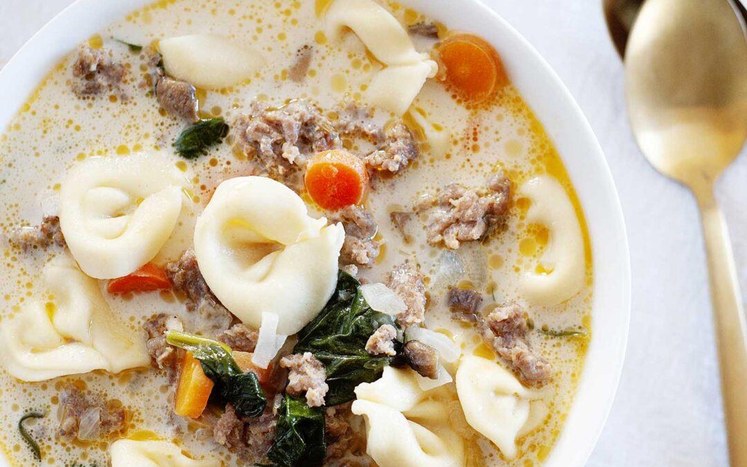 Receta Cremosa de Tortellini con Salchicha y Espinacas