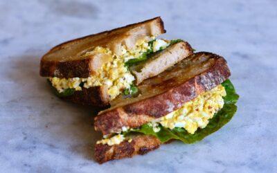 El sandwich de ensalada de huevo perfecto