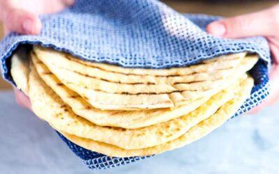 Pan plano de ajo y sésamo fácil