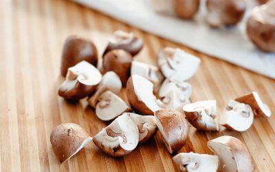 Cómo limpiar y preparar champiñones para cocinar