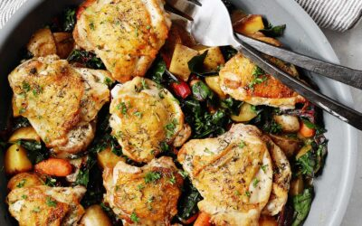 Receta de muslos de pollo sartén con papas, zanahorias y verduras