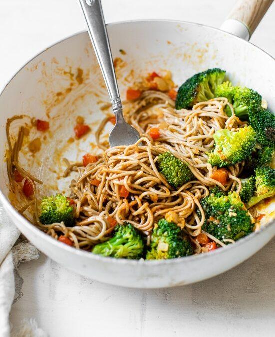 10 minutos de Soba Noodle Veggie Stir Fry