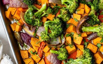 Ensalada de verduras asadas con sartén caliente al curry