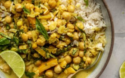 Curry de garbanzos con albahaca – Receta de 20 minutos de curry de coco con garbanzos y albahaca