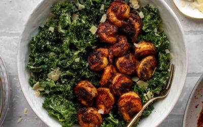 Ensalada César de Kale y Camarones – Ensalada César de Kale y Camarones Ennegrecidos