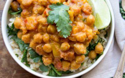 Receta de garbanzos al curry con papas dulces y pimientos rojos