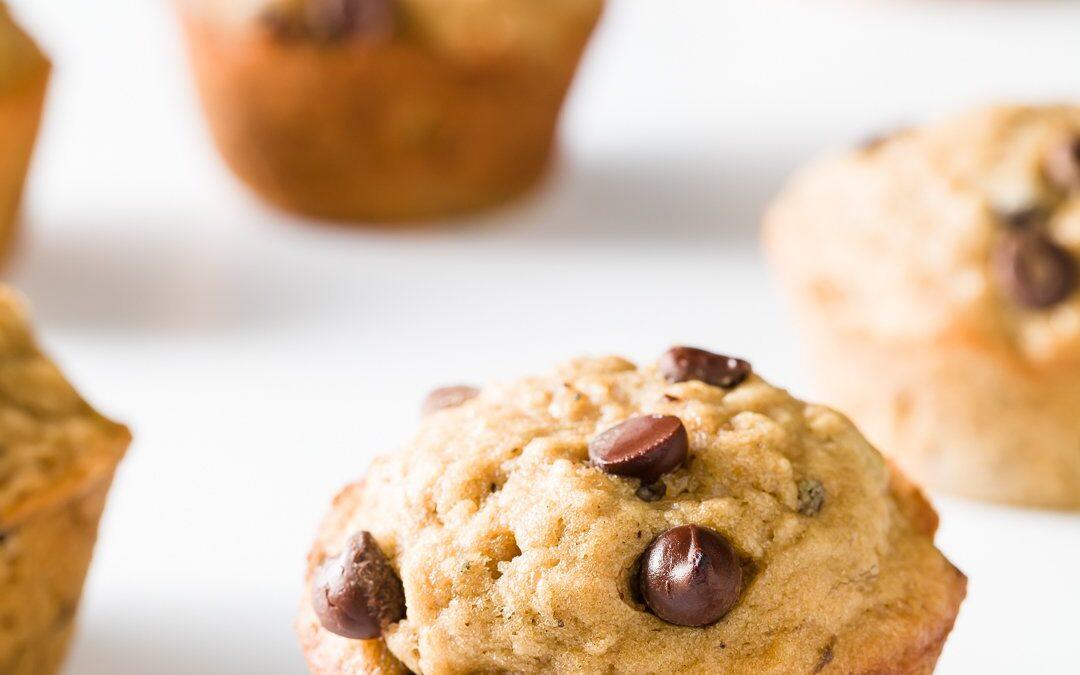 Muffins de chispas de chocolate con avena y plátano