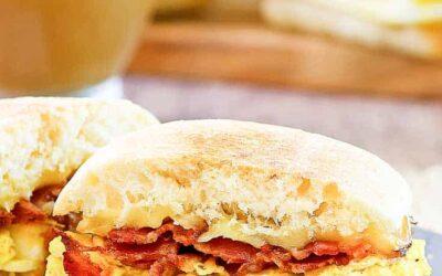 Sándwich de desayuno artesanal Starbucks Bacon & Gouda