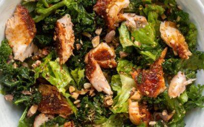 Ensalada de salmón y jengibre – Ensalada de salmón asado con aderezo de jengibre caliente