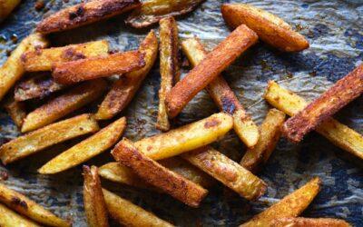 Papas fritas crujientes al horno con pimentón