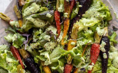 Ensalada de zanahoria asada con aderezo de diosa verde