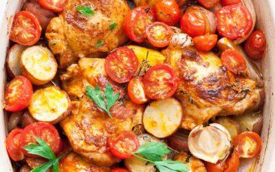 Pollo y papas pimentón de una sartén