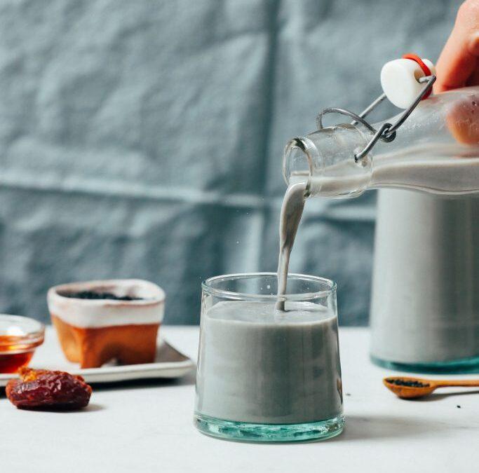 Leche cremosa de sésamo negro | Recetas minimalistas de panadero