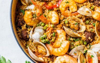 Weeknight Almejas y Camarones Paella de Mariscos