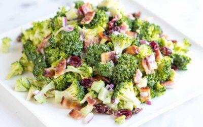 Ensalada cremosa de brócoli con tocino