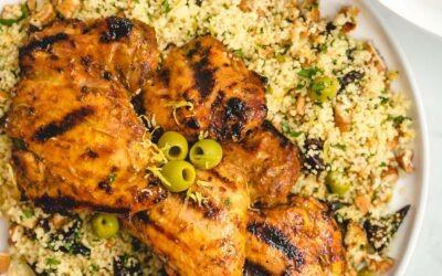 Muslos de pollo marroquí a la parrilla con cuscús de nuez