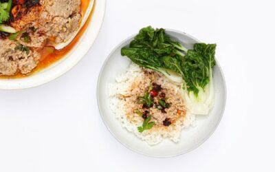 Cómo hacer una empanada china de cerdo al vapor (Yook Baeng)