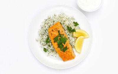 Receta de salmón con limón y azafrán con arroz y eneldo