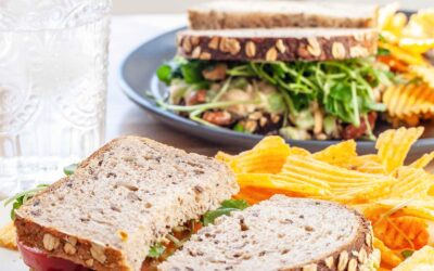 Receta de sándwiches de ensalada de garbanzos |  SimplyRecipes.com