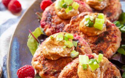 Tortas de salmón y frambuesa con receta de alioli de chipotle