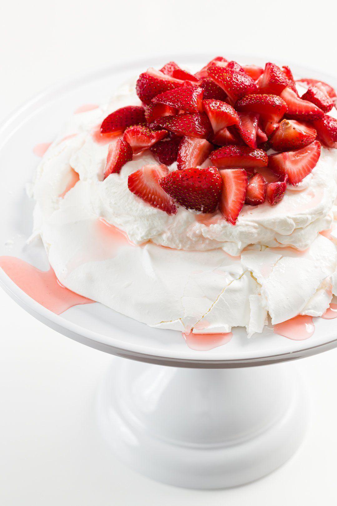 Strawberry Pavlova – Postre fácil y elegante con instrucciones paso a paso