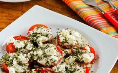 Ensalada de tomate de verano con queso de cabra, vinagreta de albahaca y hierbas – Kalyn's Kitchen
