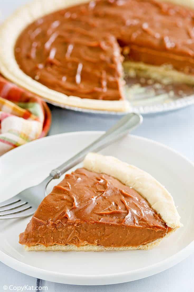 Pastel de crema de chocolate |  CopyKat Recipes